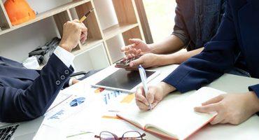 Executives listened to employee  analyzed  work.Secretary taking notes.